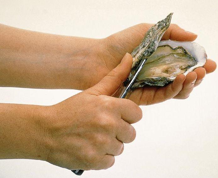 Comment ouvrir des huîtres sans se blesser